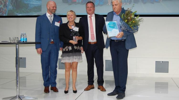 Thomas Drustrup, direktør for Plastindustrien (tv.) sammen med Gitte Buk Larsen, bestyrelsesformand for Aage Vestergaard Larsen, formand for Plastindustrien, Søren Ulstrup, og administrerende direktør for Aage Vestergaard Larsen, Franz Cuculiza.